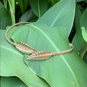 Accessories - NWOT! Palm Leaf Stretch Belt